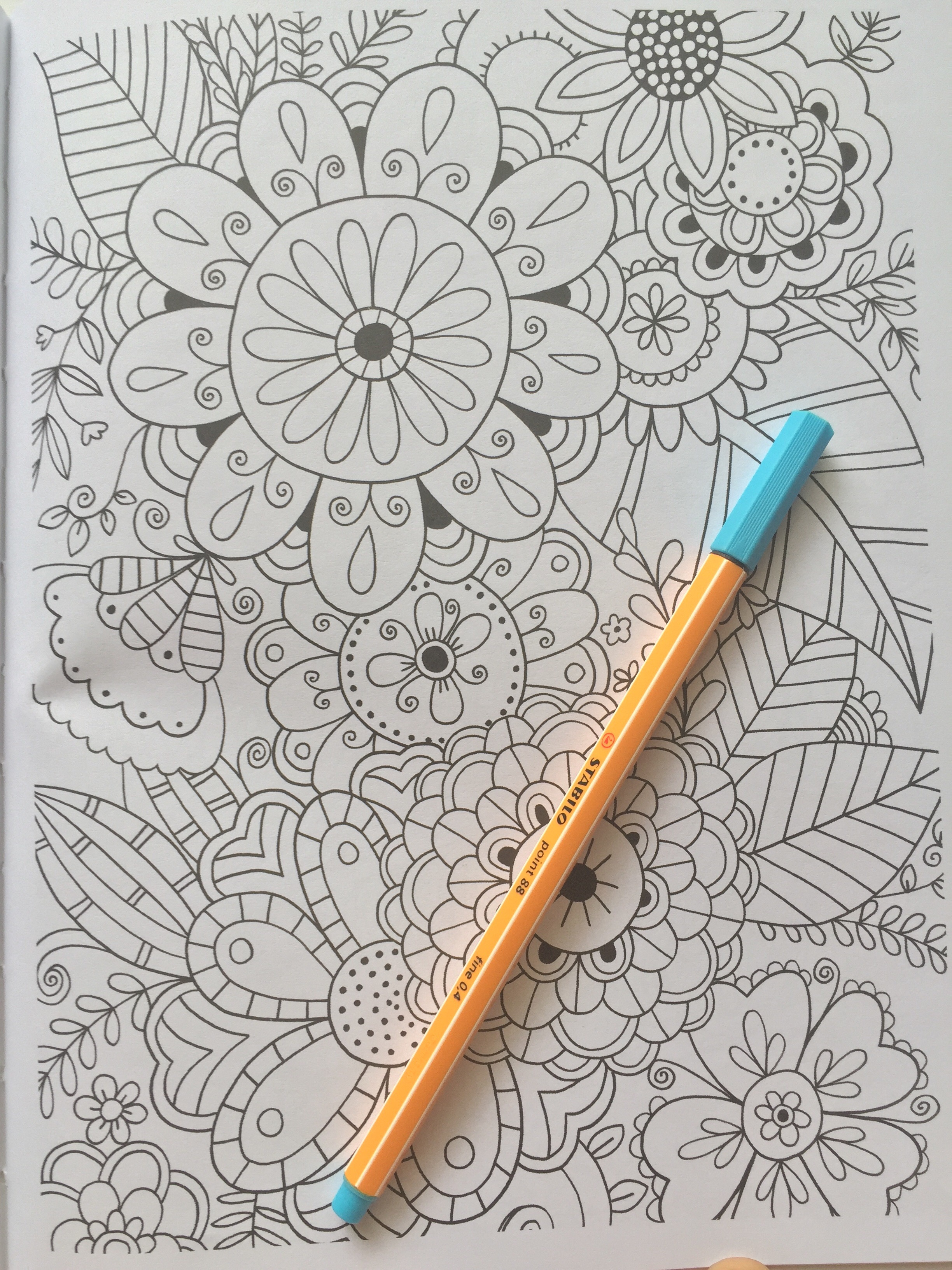 adult colouring mindfulness art therapy relaxed focused book review colouring